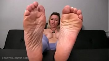 Sexy milf'_s feet