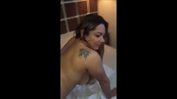 Delicia de Amadora Rabuda Ficou de Quatro Peladinha na Cama do Motel Pro Seu Parceiro Filmar &ndash_ Caiu na Net