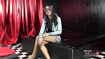 oxana ist eine latina model beim pornography dialogue.