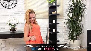 wetandpuffy - rebeca pumps her muff