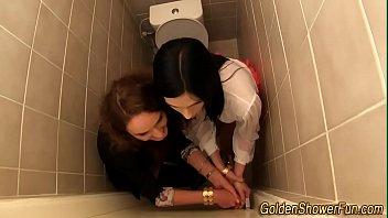 urinate wettened glam lezzy