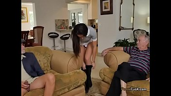 teenie amy gets her bootie eaten by senior dude