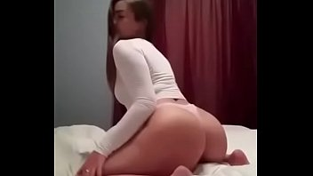Big ass girl dance twerking