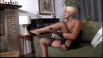 Sexy MILF masturbate CamTips.net