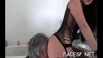 lady displays off phat wazoo