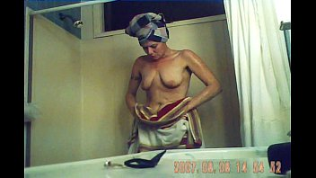 Melissa Takes a Bath
