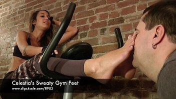 celestia039_s sweat-soaked gym feet - wwwclips4salecom898315757048