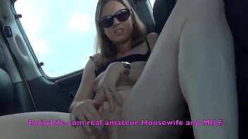 Naked milf in the livecam inside the car