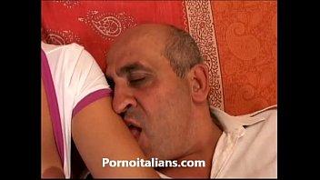Lolita italiana fa sesso orale con vecchio ! Lolita Italian ago oral sex old man