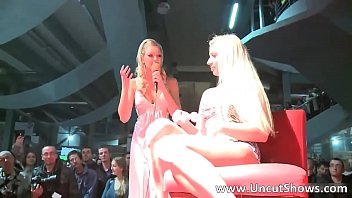 Incredible blonde babe tries a new dildo