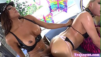 Amateur tranny anally screwed on all fours