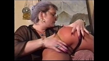 mummy munches her damsel out
