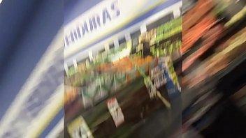 chica con mayones en el supermercado... girl with leggins at supermarket