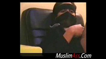 saudi arse finger-kittled