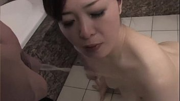 girls asian drink pee 01p30s