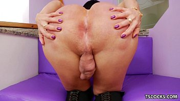 transsexual paula d039_avila toying with her.