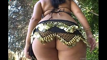 Sexy &amp_ Curvy Chick Threesome - Sexfundas.com