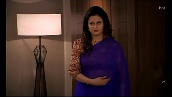 divyanka tripathi-ishita deep tummy button treat in blue saree