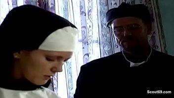auch nonnen brauchen mal einen schwanz.
