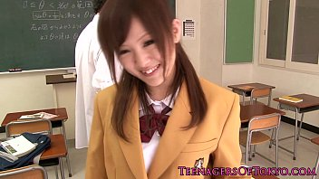 ultracute japanese college girl deepthroating manmeat