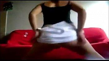 danccedil_ando de mini saia subindo mostrando o bucetatilde_o.
