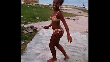 neguinha na praia ao som da.