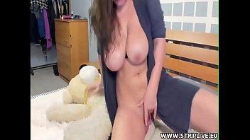 busty girl cam-slut squirts WWW.STRIPLIVE.EU