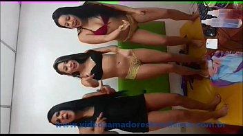 Novinha caiu na net com as amigas www.videosamadoresbrasileiros.com.br