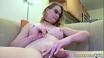 Bootylicious tranny stroking her big cock