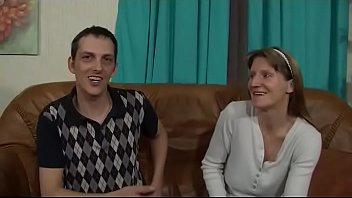 Geile Milf Hausfrau wird von ihrem Mann vor der Amateur Cam gefickt