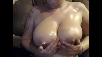 humid woman jerking with passion live.
