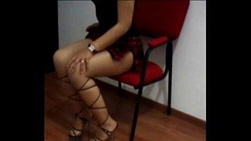 colegiala con minifalda