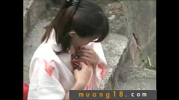 Em Nhat vach ao lau nguc lo hang - Muong18
