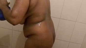 Mallu aunty bathing -2.MOV