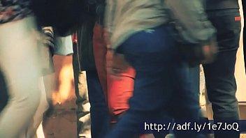 pendeja de pantalones apretados