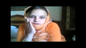 hijabe baise en levrette