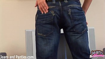 i love the way these thin jeans hug.