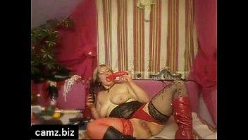 freecams lustful mummy toying lovemaking on the telephone.