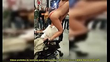 na feira eroacute_tica ateacute_ o cadeirante com uma.