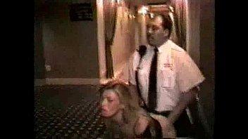 guardia seguridad follando en hall del.