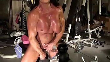 DiamondGirlCams.com - live muscle cam