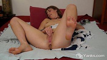 Horny Yanks Leah Star Fingering Her Twat