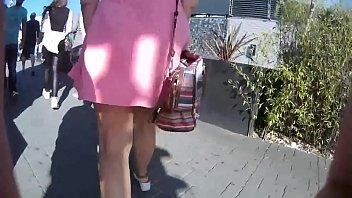 con minifalda y sin calzones en.