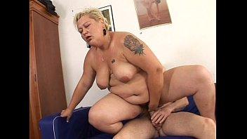 BBW mature a widow blonde getting young man making hot sex