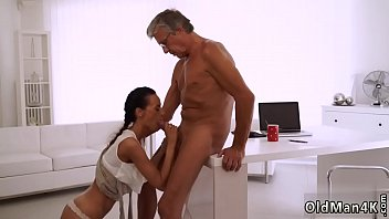 Old chick Finally she'_s got her manager dick
