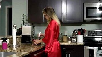 fuckbunkercom stepmother gets a surprise breakfast she039_ll never.